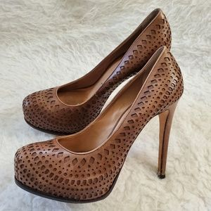 Pour La Victoir Leather laser cut high heels sz 8